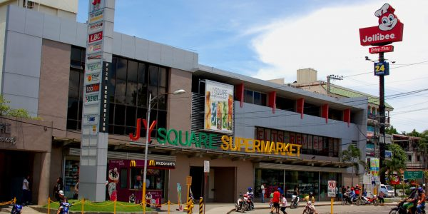 JY square mall & Jolliebee gần trường